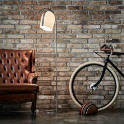 Le Klint Arc gulvlampe - Champagne/lys eg