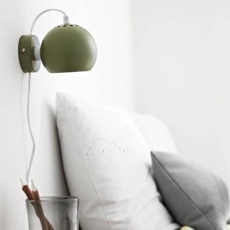 Frandsen Ball væglampe - Mat mørkegrøn