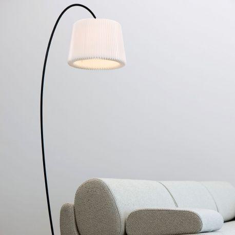 Le Klint 320 Snowdrop gulvlampe i stue