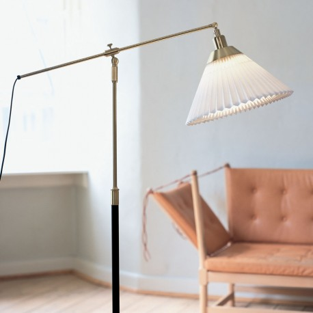 Le Klint 349 gulvlampe i stuemiljø